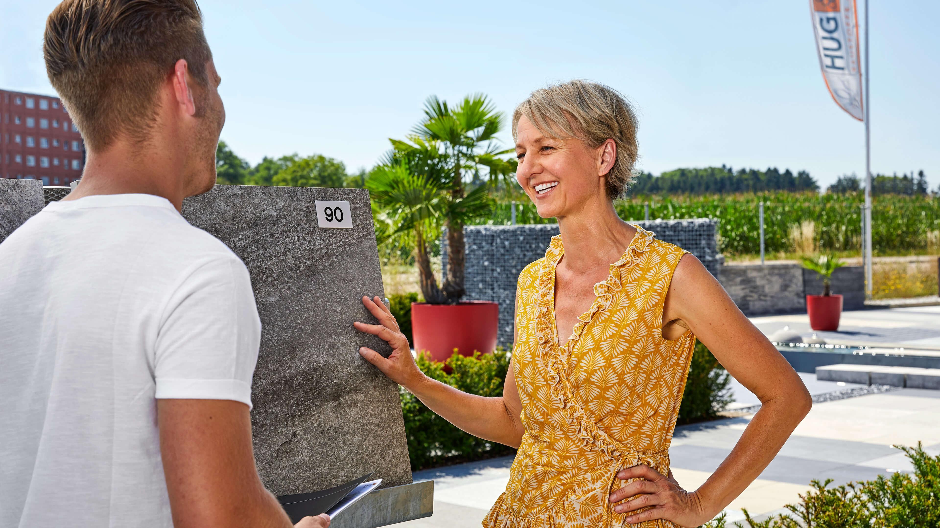 Riesige Ausstellung verschiedener Bodenbelage, Beton, Naturstein, Mauerelemente, Steinkörbe, moderne Pflanzgefässe und weiterre Gestaltungselemente für Ihren Garten.