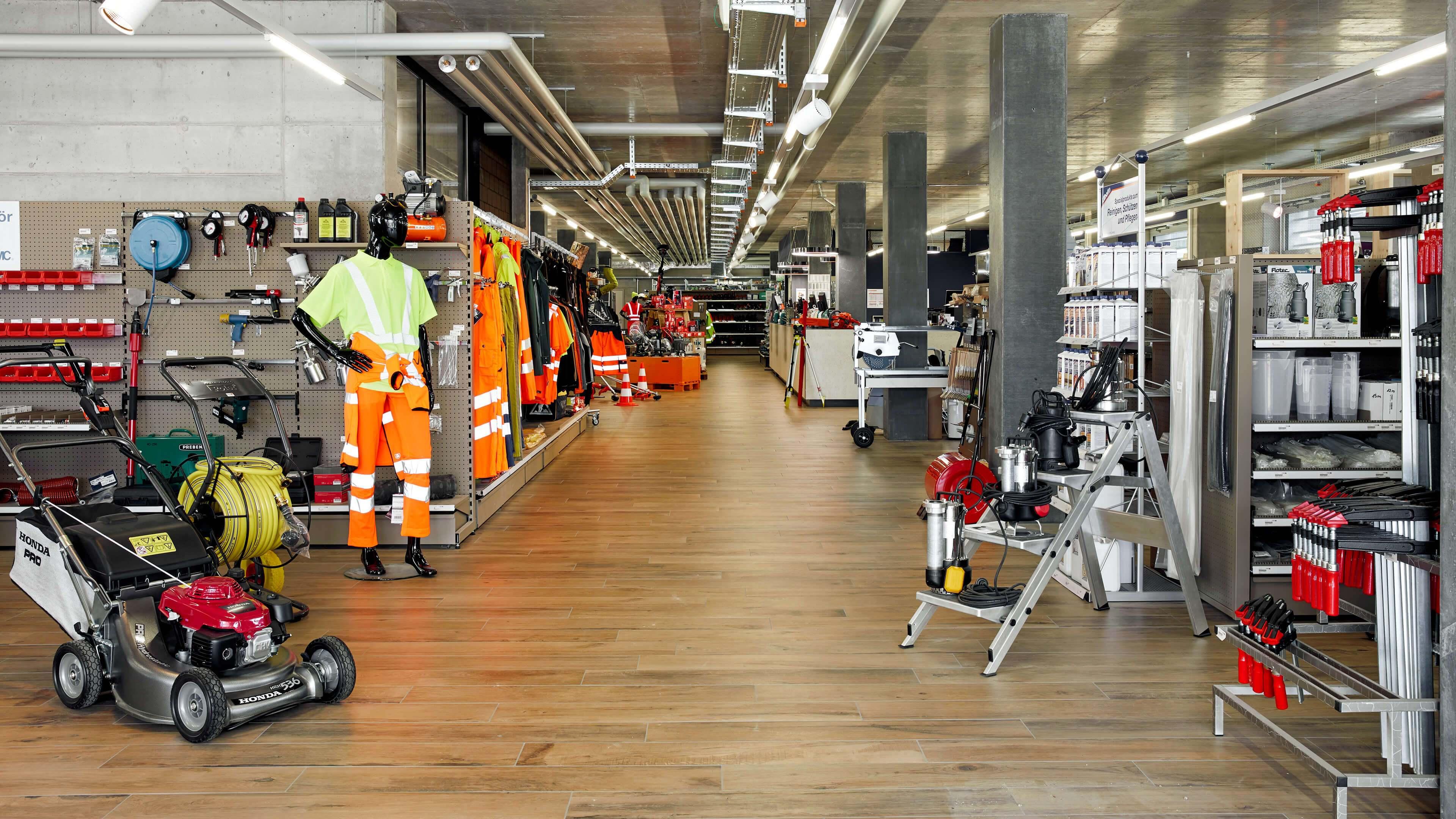Arbeitsbekleidung, Werkzeug und Arbeitsschutz in den Beratung und Ausstellung Handwerkershops Hinwil, Nänikon und Bülach